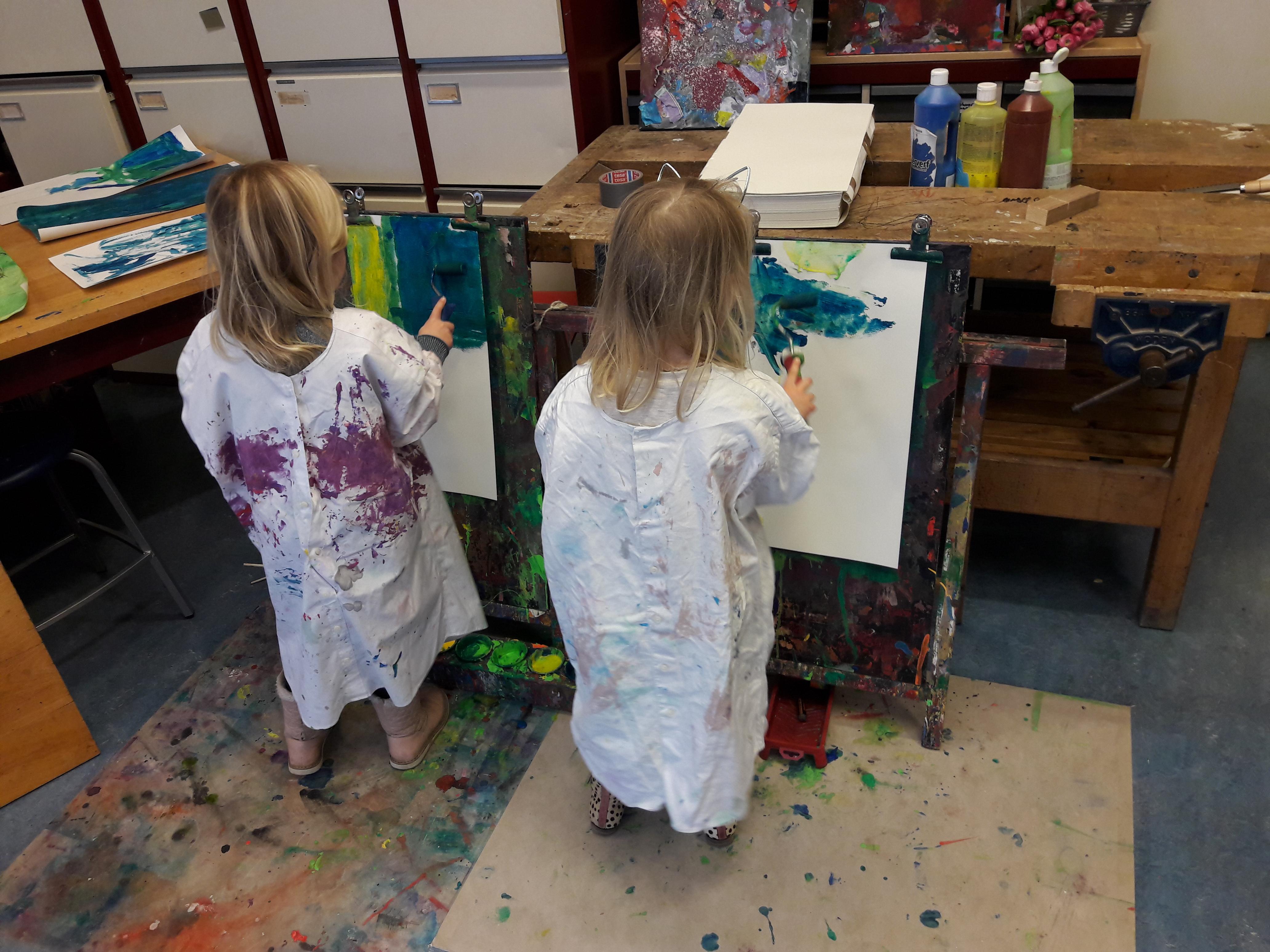schilderen 2 meisjes